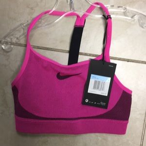 New with tags NIKE SPORTS BRA GIRLS MEDIUM